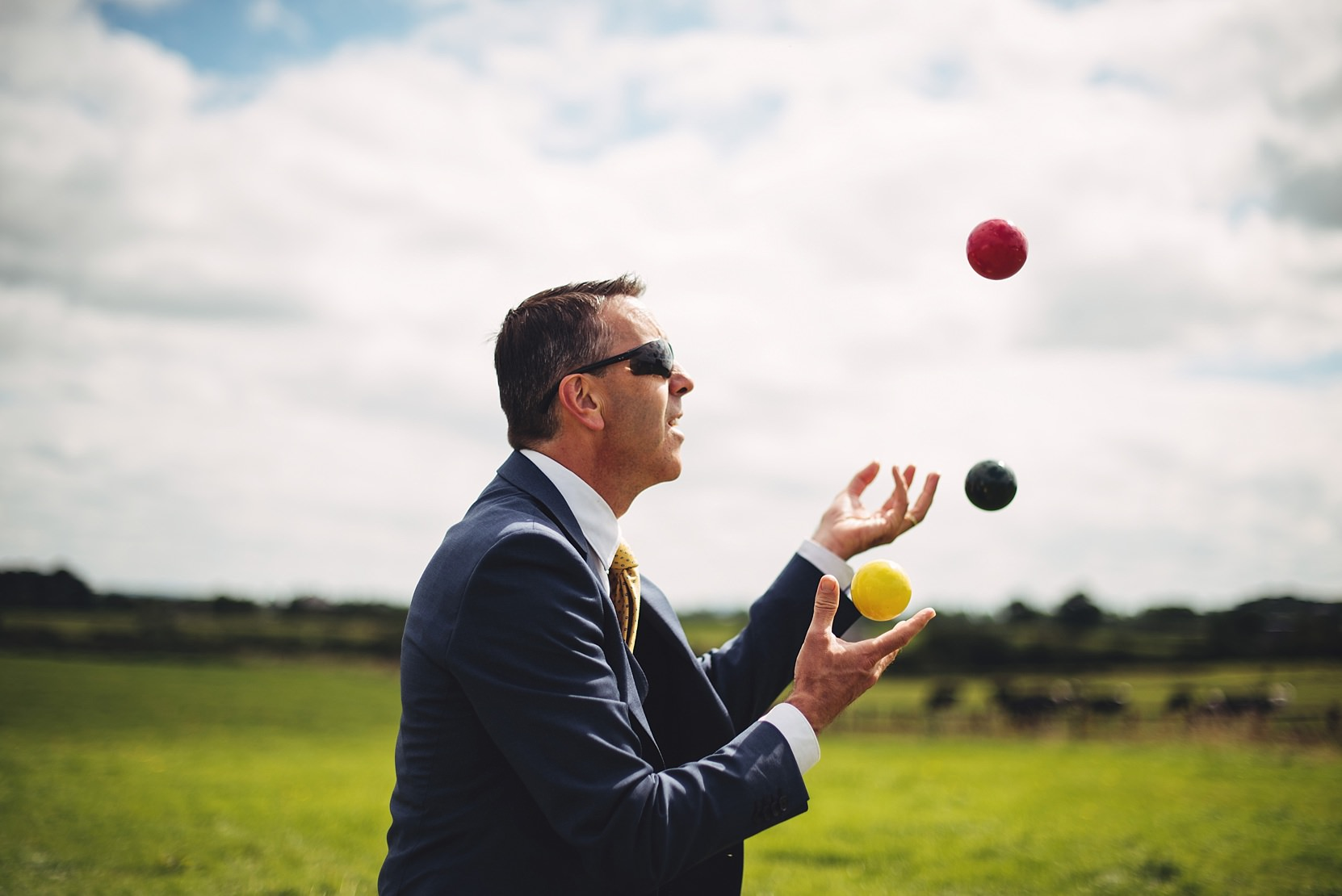 The best man juggling